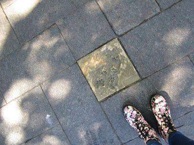 Travelling with camera obscura: Tassunjälkiä Kampissa! Andy Best ja Merja Puustinen: Hiljaisuuden jalanjäljet