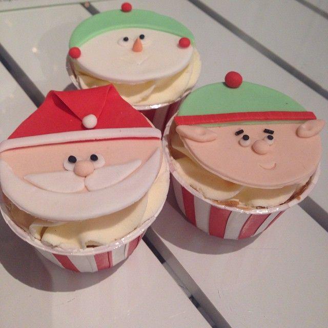 Trevlig Lucia önskar vi med Tomten och tomtenissar  #cupcake #konst #art #dekorationer #sockerpasta #tomte #tomtenissar #sugarpaste #foodart #foodporn #jul #christmas #göteborg #linné #gbgftw #baklycka #helasverigebakar #lucia #lördagsmys #fika