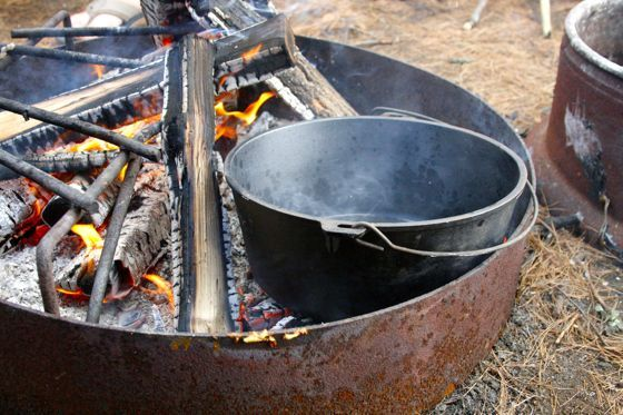 (READ)-Excellent article on how to feed a crowd with a dutch oven while car camping.