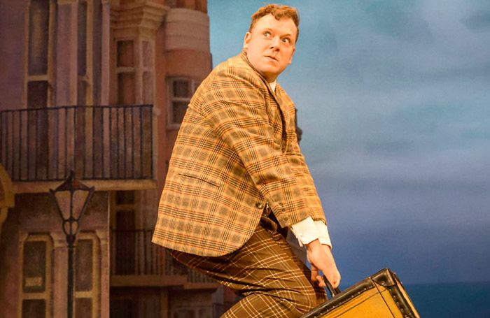 Rufus Hound in One Man, Two Guvnors. David Threlfall and Rufus Hound lead casting for RSC 2016 season.