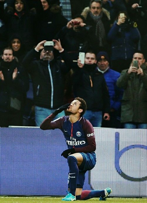 Discovered by Makynadal. Find images and videos about sport, football and neymar on We Heart It - the app to get lost in what you love.