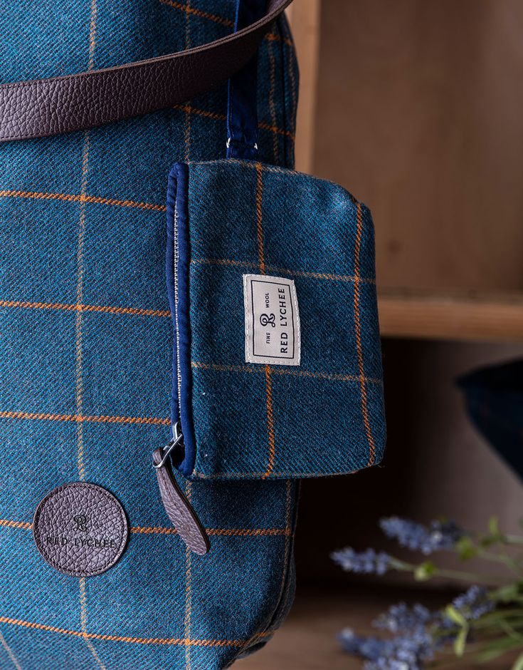 Vineyard bag is made from the finest wool, finished with contrasting navy blue trim and natural leather.