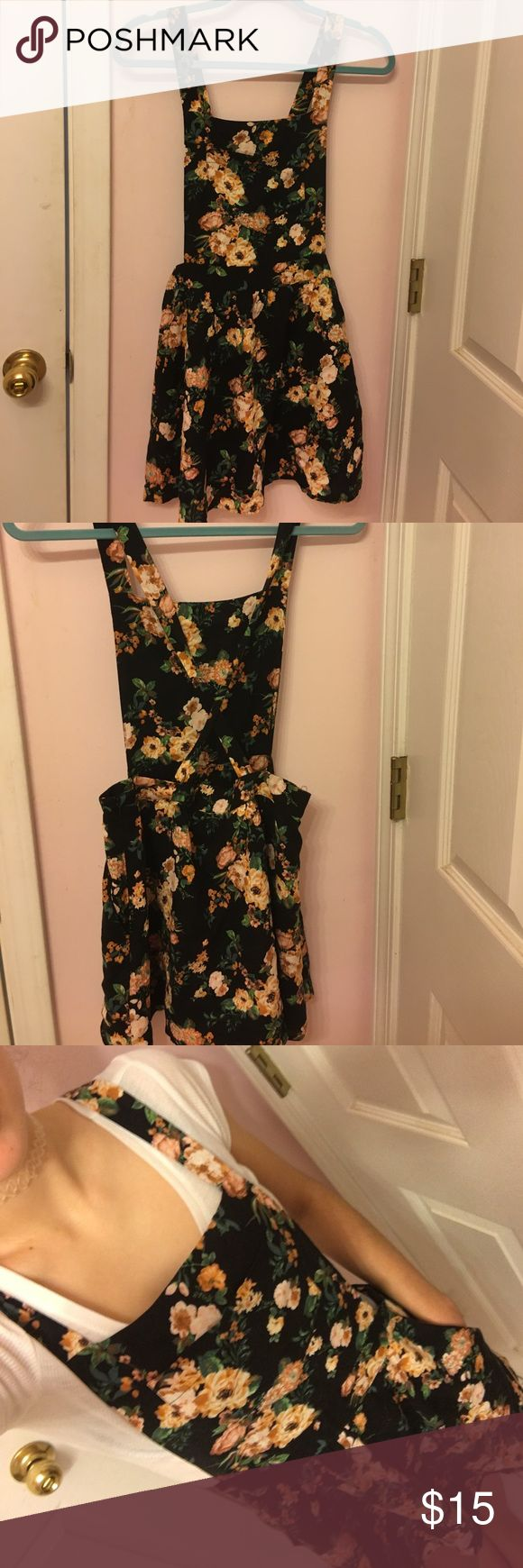Floral Overall Dress Floral Overall dress with adjustable button straps, front & side pockets details. Like new, worn once! Forever 21 Dresses