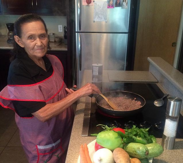 Look who's using our ZENPRO salt and pepper grinder? Abuela of @abuelaskitchen She's back and cooking! #saltandpeppergrinder #zenpro