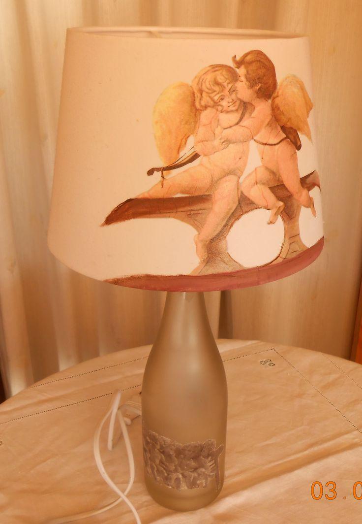 lámpara con una botella