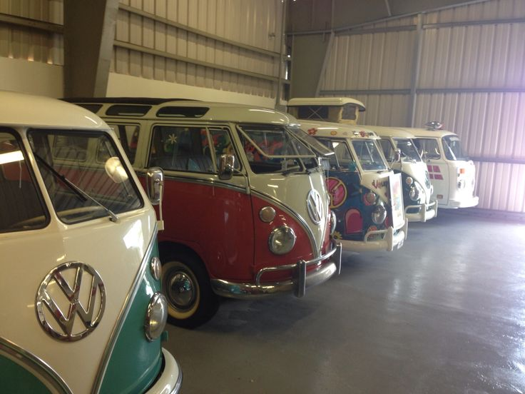Vw bus dream garage vw pinterest for Garage volkswagen 94 creteil