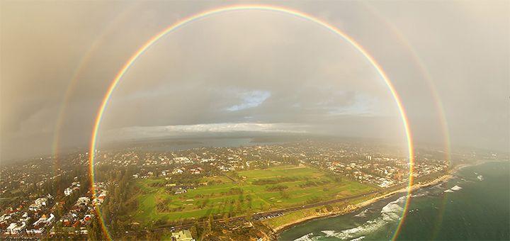 Ирландскому фотографу удалось при помощи дрона снять круглую радугу - http://pixel.in.ua/archives/15667