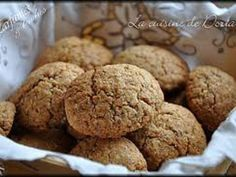 Biscuits aux noisettes rapides oeuf, sucre vanillé, poudre de noisette, sucre glace