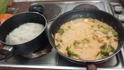 Cocinando el basmati y el curry