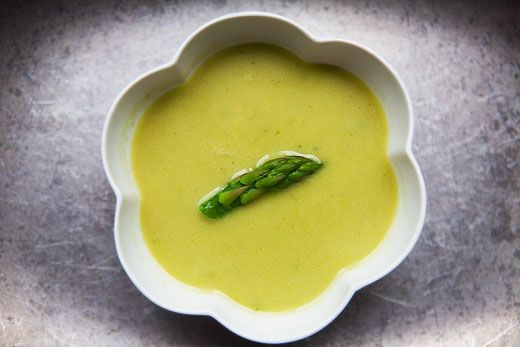 A fresh and easy asparagus soup in a base of chicken broth, cream, and onion, seasoned with thyme and dry vermouth.: Fun Recipes, Soups Recipes, Coconut Milk, Easy Asparagus, Asparagus Soups, Creamy Asparagus, Chicken Broth, Dry Vermouth, Simply Recipes