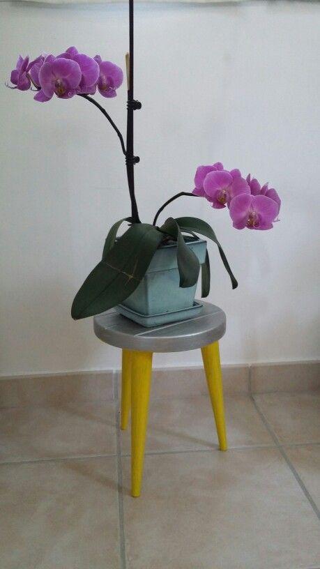 Renovation - tabouret vintage - peinture métalisée - orchidée