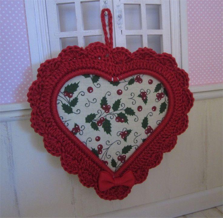 Petit cadre coeur Rouge avec bordure au crochet : Décorations murales par atelier-crochet