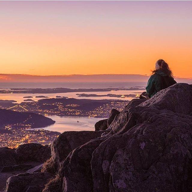 Fantastisk utsikten fra Ulriken i vakre Bergen by.  Photo: @espenhaagensen