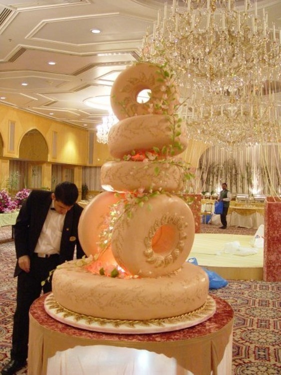 Ell can blog: Massive tyre shaped cake