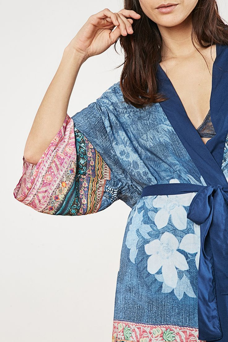 Desigual viscose belted soft kimono. The pattern is a digital print and is full of details taken from our Exotic Jeans: pockets, patches, tears, trimming... Discover Desigual Living collection!