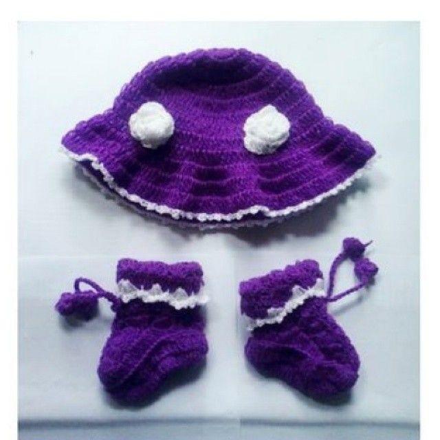 Topi rajut bayi handmade  Material : Benang wool Bisa pesan sesuai model dan warna yang diinginkanbuat baby girl atau baby boydijamin si Baby makin kece lho Bundayang bingung cari kado buat bayibisa pesan 1set sama bajunya  #crochet#handmade#crochetshoes #crochethat #crochetflowers #topibayi#kado#topirajutbayi#madebyorder#jualtopirajutbayi #rajutbandung #purplecrochet by rajutan_umi