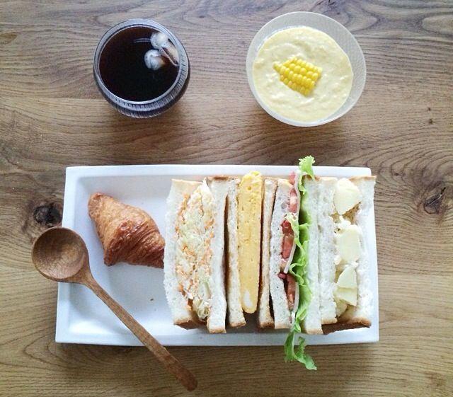 幸せなサンドイッチの朝