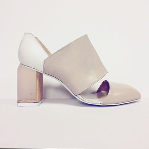 Модель из новой коллекции. Пудровый цвет кожи, с белой полоской по середине. Авторский прозрачный розовый каблук ручной работы. Инкрустирован розовым американским дубом. Фото других моделей будут выходить по мере того как будет освобождаться время. #rezakov #style #ss16 #ss2016 #style #fashion #spbfw2016 #spbfw #spbfashionweek