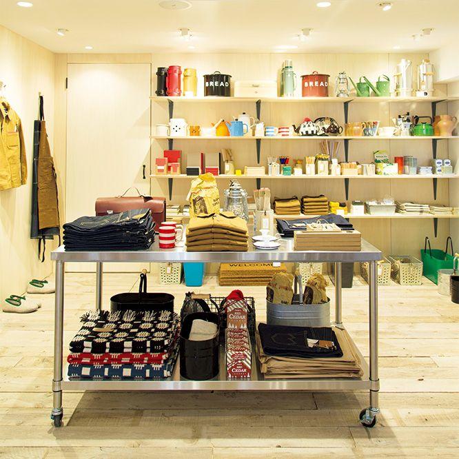 もともとファッションデザインをしていたサイモンとレイチェルがロンドンに開いた生活雑貨店〈レイバー・アンド・ウェイト〉。このたび東京・千駄ケ谷に待望の路面店をオープンした。