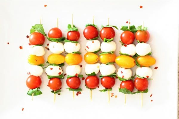 Gösterişli ve Basit Bir Aperatif Fikri: Domates Mozarella Şiş #yemektarifi #pratiktarifler #yemektarifleri #pratikyemektarifleri