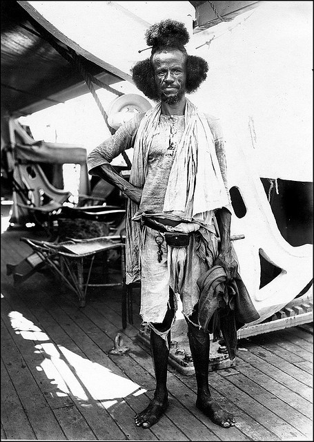 Longshoreman in Port Sudan From a journey to East-Asia on the S.S. Coblenz (1930s).