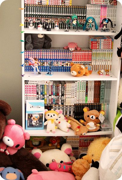 Can I have this shelf??? There are all Death Note Mangas in it!!! And a Hatsune Miku Figure!!! (I would like a Len or Gakupo Figure but WHO CARES!?!? I WANT IT!!!)