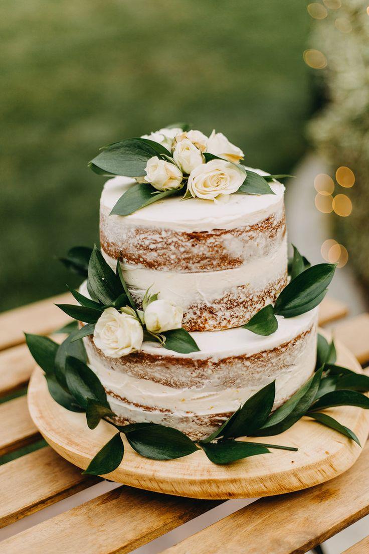 Nackte Hochzeitstorte mit weissen Rosen & Eukalyptusblättern | Hinterhof Hochzeit Recep …   – Wedding Inspiration