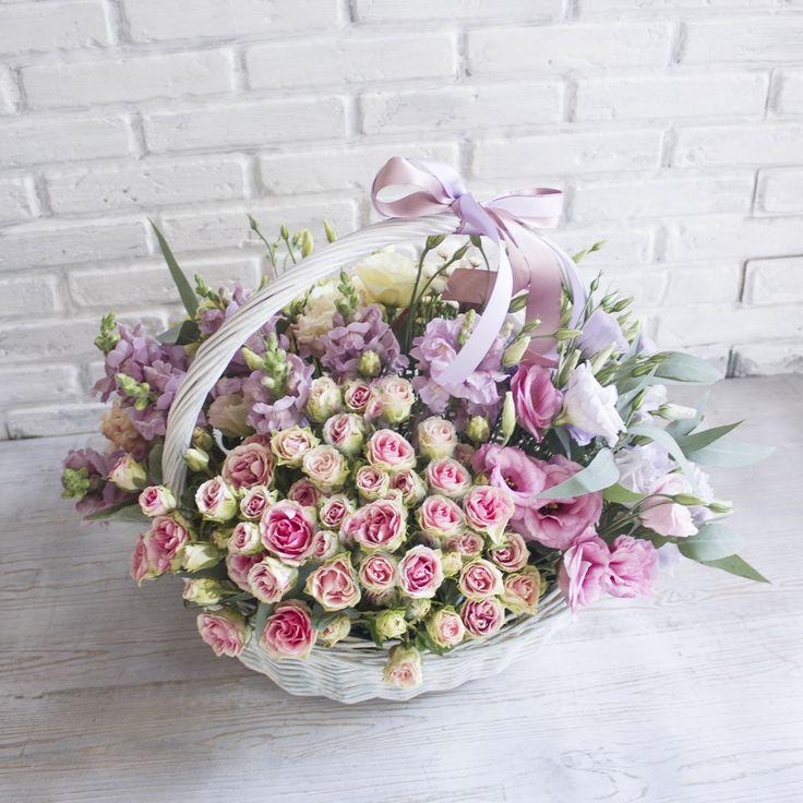 Наши прекрасные цветочные корзины в самом разном цветочном исполнении🌷Мы собираем цветочки очень плотной шапкой и создаем гармонию в их сочетании. Для заказа звооните по телефону или пишите в Whats app +7-962-766-67-87😊😊