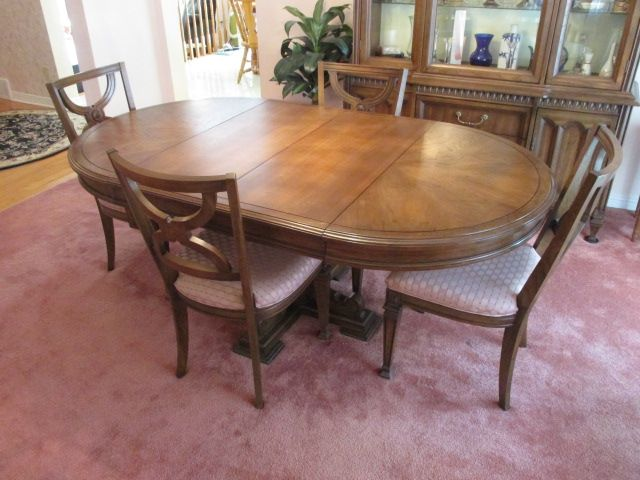 VINTAGE DINING SET Estate sale from classy Upper Hunt Club home – 114 Topley Crescent, Ottawa ON. Sale will take place Sunday, May 10th 2015, from 8am to 2pm. Visit www.sellmystuffcanada.com to view photos of all available items!