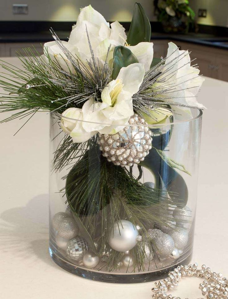 Google Image Result for http://www.rtfactflowers.co.uk/images/zoom/white-amarylis-baubles.jpg