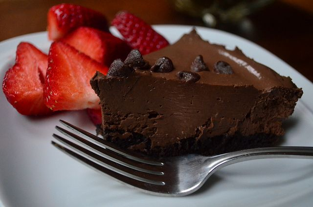 2012-02-06 Vegan No Bake Chocolate Pudding Tart 028 by From Valerie's Kitchen, via Flickr