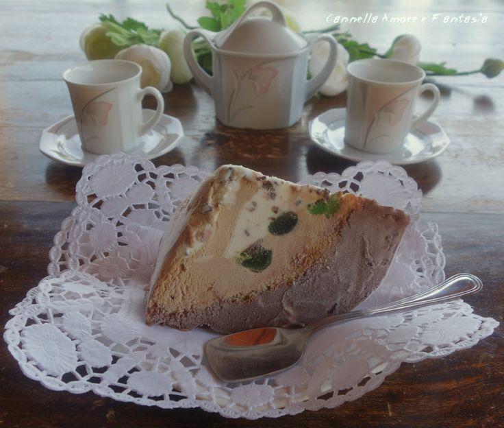 I pezzi duri gelato tipico siciliano che risale dall'invasione araba e che veniva servito nei matrimoni e grandi feste,tre gusti,pan di spagna imbevuto di vermouth