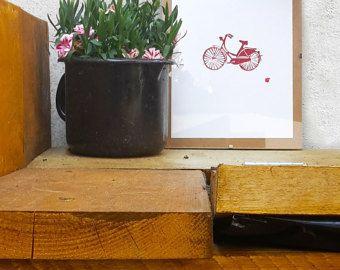 Bekijk deze racefiets! Handgemaakte linoprint, dus elke afdruk is uniek op zijn eigen manier. Wilt u liever een andere kleur? Net stuurde me een