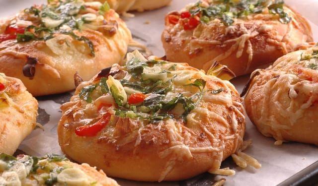 Cesnakové pizze akurát do ruky | DobreJedlo.sk