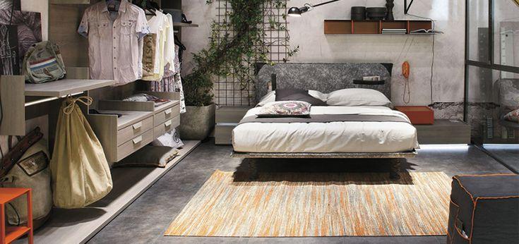 Leggere a letto in comodità grazie al letto matrimoniale Tasca di Gruppo Tomasella