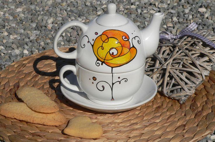 Teiera con tazza -tè per uno- con fiore dipinto di Luciana Torre - accessori tessili handmade e ceramica dipinta a mano. Pezzi unici su DaWanda.com