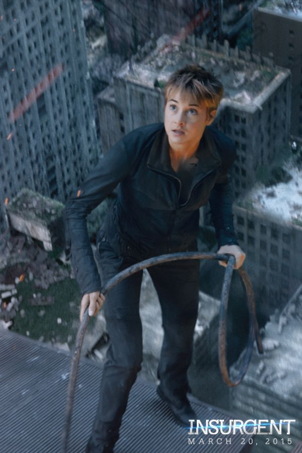 Tomorrow, see the world unfold. 8am PT/11am ET http://divergentseri.es/defyreality #DefyReality | Insurgent