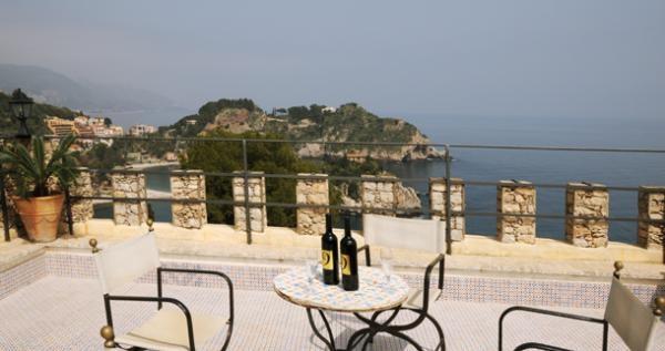 Taormina, Sicily http://www.alwaysonvacation.it/case-vacanze/1242557.html