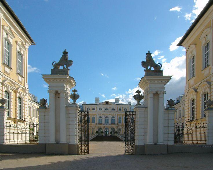 the gate-rundale