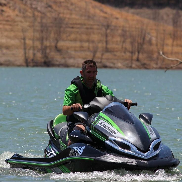 Loving summer an hitting the water on the ultra310 LX playing my favourite tunes #handsonkawasaki #kawasaki #jetski by hands_on_kawasaki