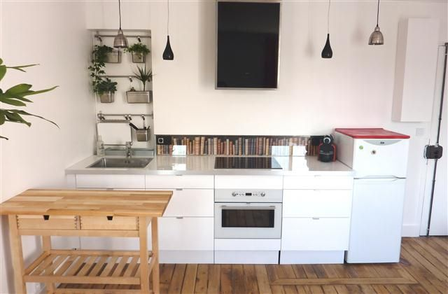 1 Bedroom Apartment in Central Paris to rent from £307 pw. With TV and DVD.