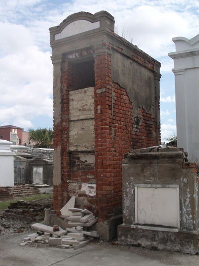 HAUNTED NEW ORLEANS CEMETERY GHOST STORIES