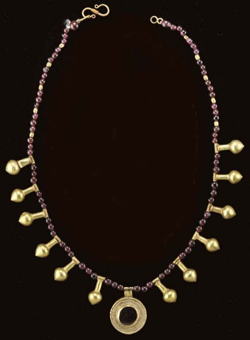 A ROMAN GOLD AND GARNET BEAD NECKLACE Circa 2nd-3rd Century A.D.