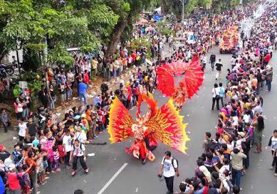 Enjoying Solo Batik Carnival in Solo city
