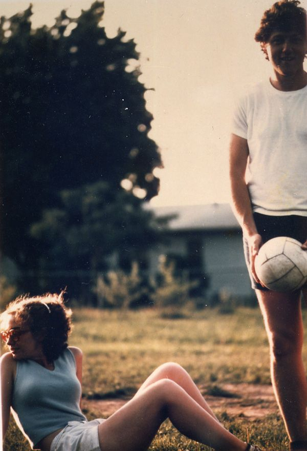 bill + hillary, 1975: Hillary Clinton, Plays Volleyb, Historical Photo, Bill Clinton, Vintage Photo, Billclinton, Clinton Plays, Hillaryclinton, Historical Pictures