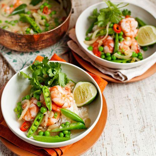 De romige kokosroom combineert geweldig met de smaak van de garnalen. Rode peper, koriander en limoen maken deze curry helemaal…