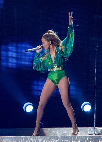 J.LO SHINY OUTFIT, GREAT LEGS 6914                 Jennifer Lopez - Jennifer Lopez In Concert - New York, NY