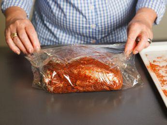 Pulled Pork macht dem Burger Konkurrenz. Wir verraten, wie man das saftige Fleisch leicht im Ofen selbst machen kann.