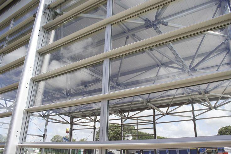 Mit dieser Kombination aus Glas und Aluminium erhält eure Location ein zeitgemäßes und klares Erscheinungsbild.