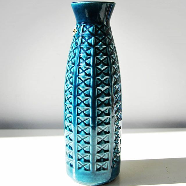 BAY keramik vase    #bluefatlava #blue #bluepottery #bay #baykeramik #keramik #wgp #westgermanpottery #westgerman #german #relief #reliefs #reliefdecor #abstract #geometrical #moderndesigns #midcentury #midcenturymodern #vintagevase #vintage